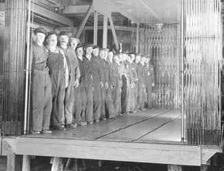 1939 - KONE freight elevator with workers
