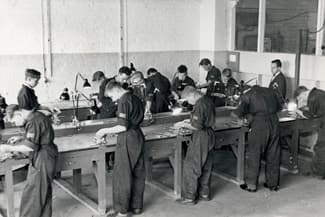 1952 - KONE vocational school teachers and students